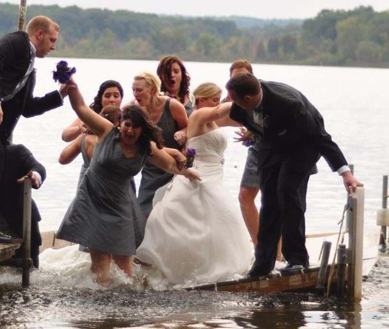 59 Funny And Tragically Awkward Wedding Photos